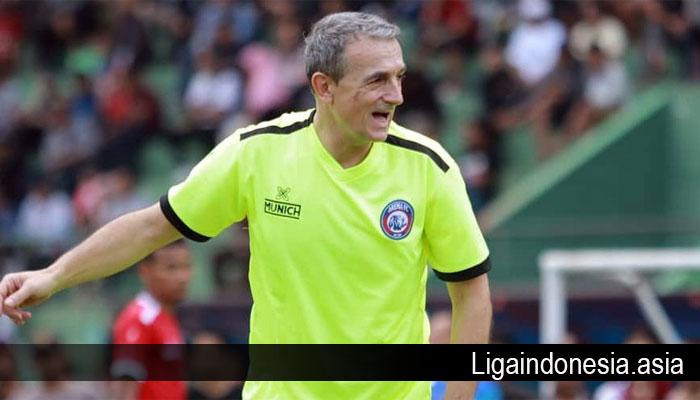 Pelatih Arema FC Menyebut Persija Jakarta Kepayahan